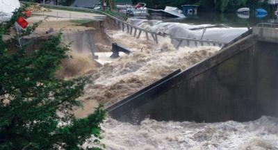 The breach of Delhi Dam in progress.