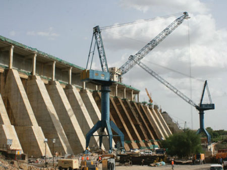 The height of Roseiris Dam in the Sudan was increased by 10 meters to boost generating capacity from its powerhouse as well as the 1,250 MW Merowe project downstream.