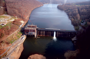 Structural stress and damage, mechanical failures, and reduction in spillway capcacity have been avoided at Lake Lynn Dam and the connecting 51.2-MW powerhouse by improving the debris management system.