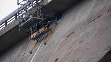 Due to the shape of the ledge on Daniel Johnson Dam, accessing the site for installation of the geomembrane system proved to be a precarious situation.