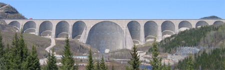 Daniel Johnson Dam in Quebec, Canada, is the largest concrete multiple arch buttress dam in the world, with 14 buttresses across its 1.3 km length.