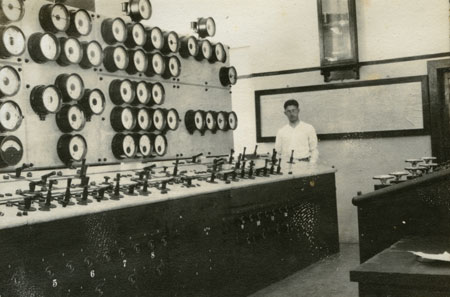 A technician is pictured in this view of the Pointe du Bois control room in 1924.