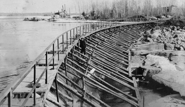 Photo (above): During the 1920s, the original Pointe du Bois spillway was upgraded.