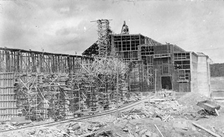 Timbers and scaffolding were used during the construction of the powerhouse on the Winnipeg River in 1909.