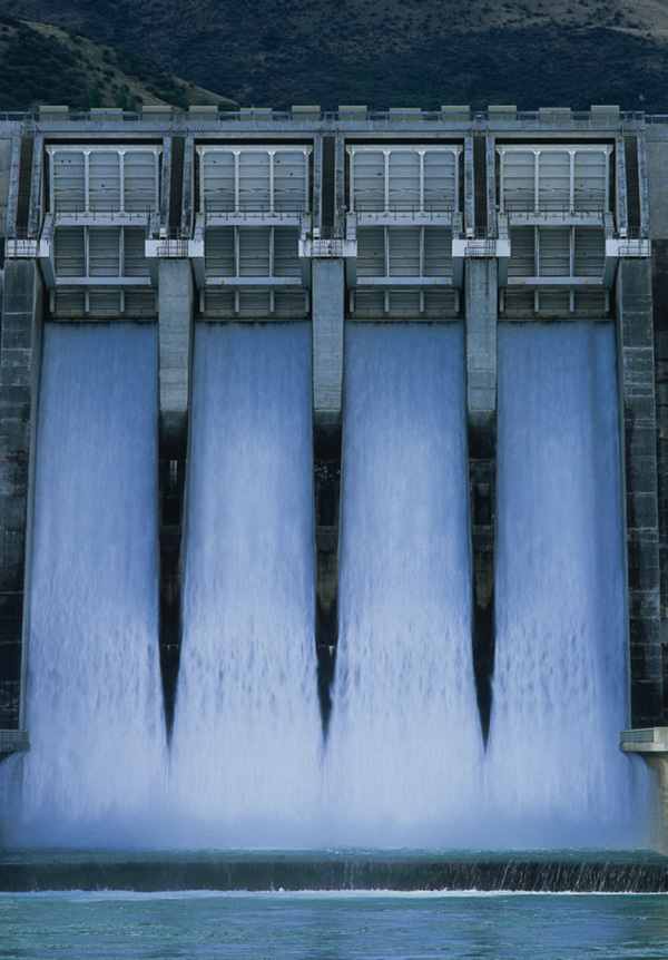The four radial spillway gates at Clyde each are 15 m high and 10 m wide, with an operating range of 11 m.
